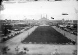 Esplanade du Champ de Mars, vue en direction du pont d'Iéna et du Trocadéro