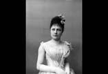 Marie Louise Ancely (en buste) en robe de bal