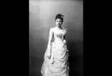 M. L. Ancely née Ricous en buste bas Robe de bal