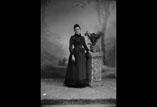 M. L. Ancely née Ricous en pied