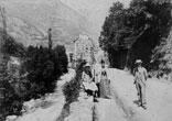 Sur la promenade, Marie-Louise, Marthe et René Ancely