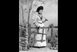 Melle Marguerite Garipuy en pied