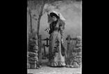 Mme Alfred Garipuy en pied