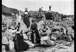 Observatoire près du Puy de Dôme & Temple de Mercure. Mme Arabet, Georges Ancely, Mme Timbal, Marthe Ancely et Marcel Timbal en ht