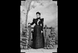Marie Louise Ancely née Ricous en pied