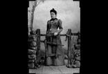 Marie Louise Ancely en pied à la barrière