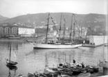 Un Yacht dans le Port