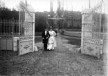 Les Mariés à l'entrée du Parc