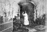 Les Mariés devant la salle de Banquet