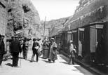 Station du Chemin de fer. Le Duc d'Orléans et sa suite