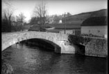 Petit pont à l'entrée de la rue Adoue vers Bidos