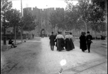 Entrée de la ville. Famille G. Moulonguet Grégoire