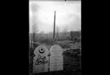 Tombe de soldats indigènes au cimetière militaire (mars)