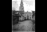L'église, la Mairie où siégeait le conseil de guerre (février)