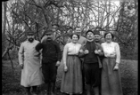 Groupe de soldats et de bonnes. De g à d : Fortrer, Elicy, Baudet, Bobino et Morand (mars)